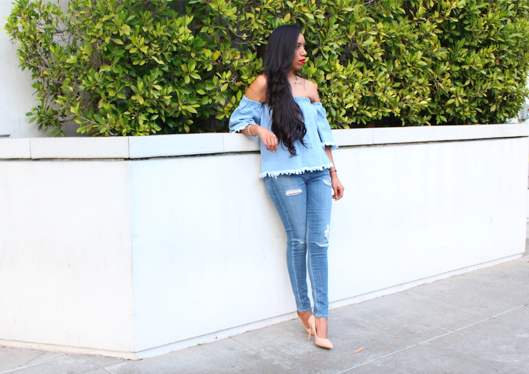 It's no secret off the shoulder tops (aka cold shoulder top) are in style. But, even more so when they come in denim, and paired with jeans for a denim on denim look! To be honest, I love a good off the shoulder top. What I wasn't too sure about was pairing this type of top with jeans. Luckily I soon I realized that this would be a pretty cool twist to my beloved Canadian Tuxedo. If you follow me on Instagram, you have noticed that I have worn this style many times. So today I'm so happy to be wearing it in a whole new way.