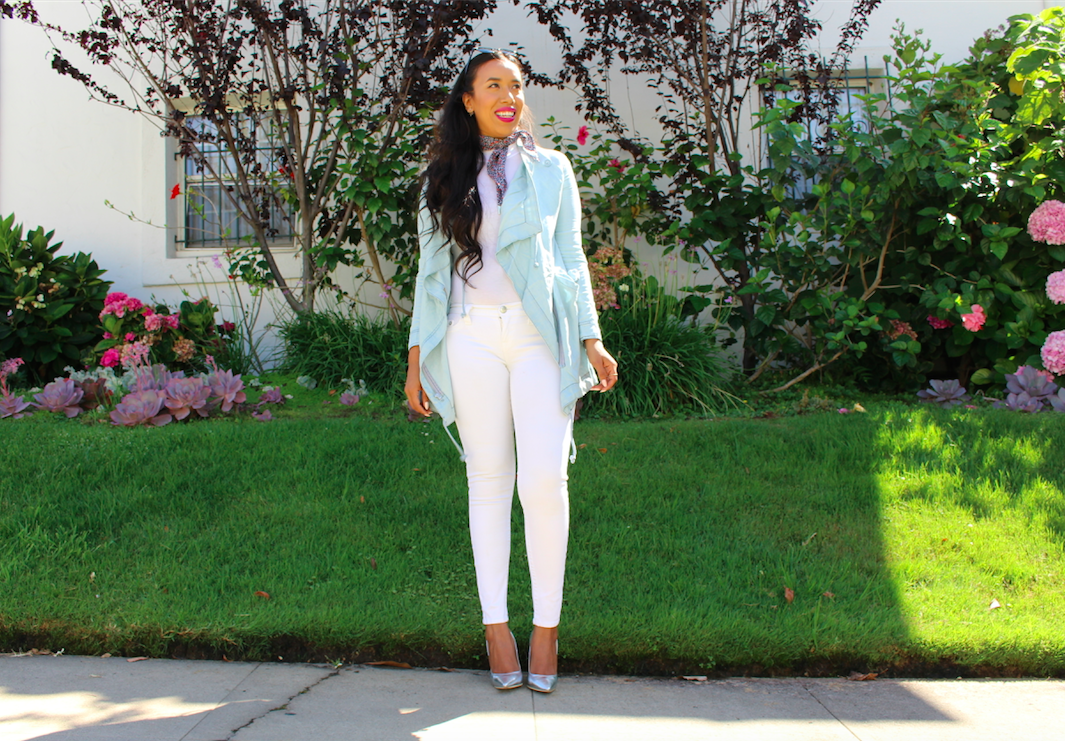 I was really happy to have found a very pretty sky blue parka. I like to put colorful pieces next to a blank canvas in order to make them stand out. So like always I brought out my favorite pair of white jeans to get the job done. Lately I've been wearing my white bodysuit a lot too, so I figured it was perfect for today's look as well. However, when I looked at myself in the mirror I still felt that the outfit looked flat. So I tied a printed scarf to my neck and got out my silver shoes. I finished off with a great pair of black Ray-Ban's and a bright pink pout. In the end I think I my parka look turned out exactly how I wanted it to, less casual, and more fashionable.
