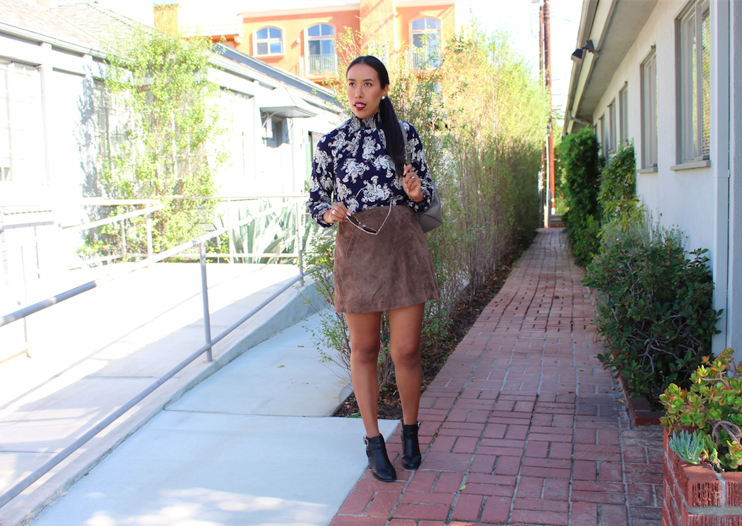 Transitioning from summer to fall is my favorite time of the year, since we slowly say goodbye to flowy shirts and boho vibes and start welcoming structured silhouettes and deep colors. And what better way do that than with suede and florals, right? You don't have to have a huge wardrobe budget to put together a similar outfit, instead you just need a few key pieces in order to truly embrace this type of look. You probably have at least one of these items somewhere in your closet already. I'm telling you its pretty easy to transition your leg-flaunting looks into cooler weather months, and you can always start off with a miniskirt, and even better if it comes in ultra soft suede and a subtle side slit like the one I'm wearing. The great thing about this mini is that it's cleanly styled and very versatile. So it can be worn with a simple white T, long chunky cardigan and knee high boots for a clean look full of basics or you can style it like I did; with a vintage inspired floral print turtleneck with shirred details at the cuffs and neck. Comfort was on my mind when putting this look together since I knew I was going to be in and out of my car all day long running through the city, so I wore my square heeled booties that are perfect for busy days. To go really casual I opted for a backpack instead of a purse as well. It's quite fun to carry my things in a backpack, it takes me back to my childhood, and embodies comfort at its best! :)
